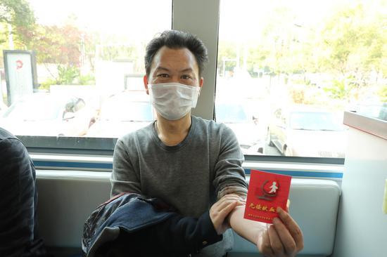 廖学军第74次参加献血。