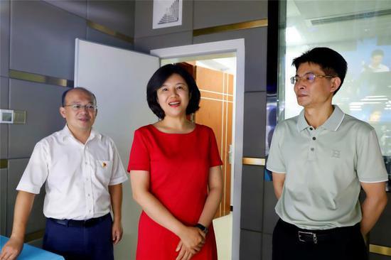 冯海燕对苏仙区融媒体中心正式上线运行表示祝贺。