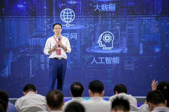 上海爱数信息技术股份有限公司董事长贺鸿富。