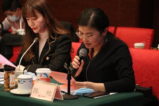 湖南省党史馆副馆长陈艳、@超级买手潘潘作为网络名人代表宣读倡议书。