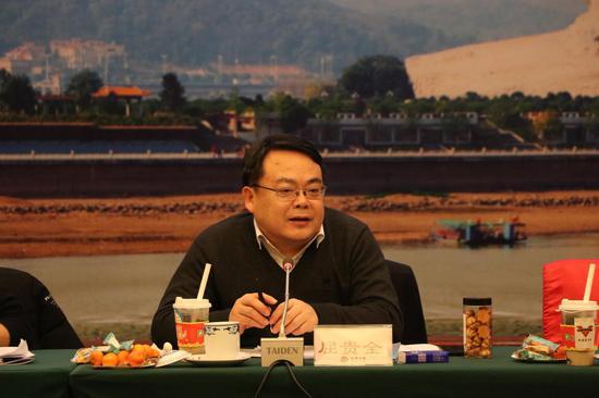 省委网信办副主任屈贵全在发言。
