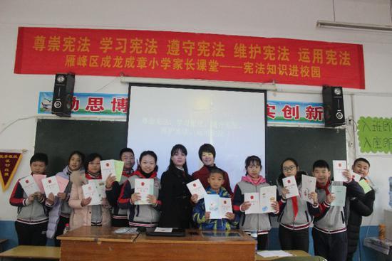 10名学生在抢答中获奖