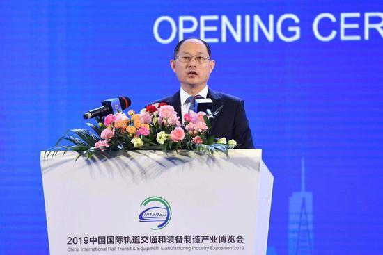 中国贸促会副会长卢鹏起致辞