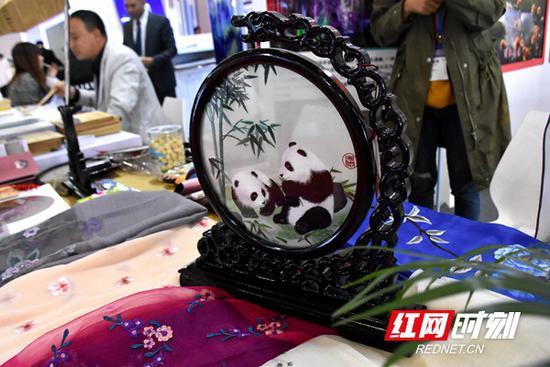 包括湘绣在内的湖南文旅产品,广受欢迎。