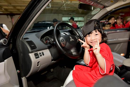 六一儿童节,广汽三菱邀请车主亲子家庭和大托村希望小学学生走进工厂