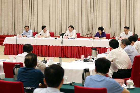 6月3日下午,省委召开加强网上舆论宣传、做好互联网工作交流会,省委书记杜家毫出席并讲话。湖南日报记者 罗新国 摄