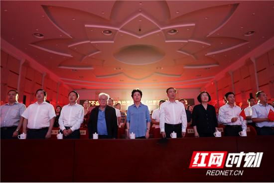 省委副书记乌兰,省委常委、省委宣传部部长张宏森等出席活动 摄影 陈杰