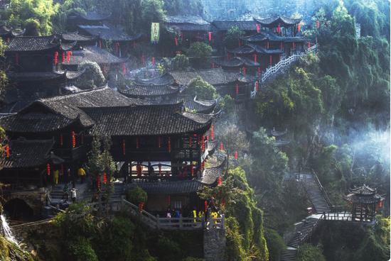 """芙蓉镇:""""网红""""的二次化 从经典电影古镇到话题过亿的短视频网红"""