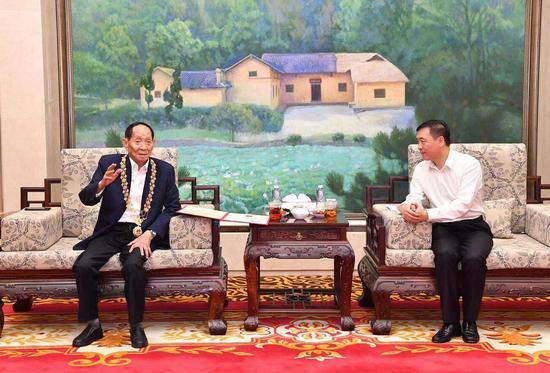 湖南省委常委、宣传部部长张宏森会见袁隆平院士