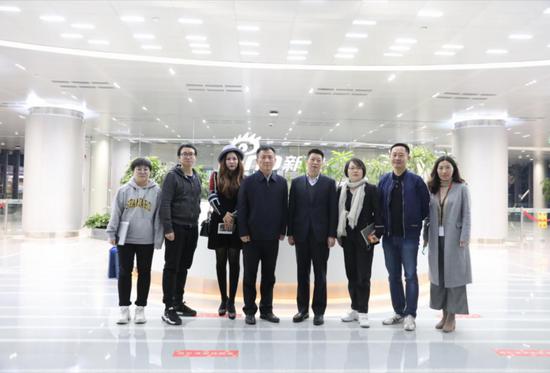 湖南省政府新闻办主任卿立新一行到新浪总部参观调研