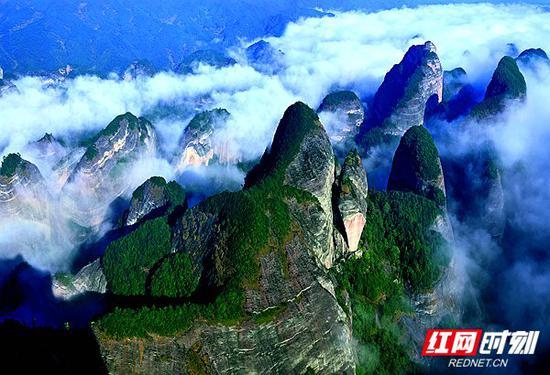 邵阳东站:崀山,丹霞奇景。