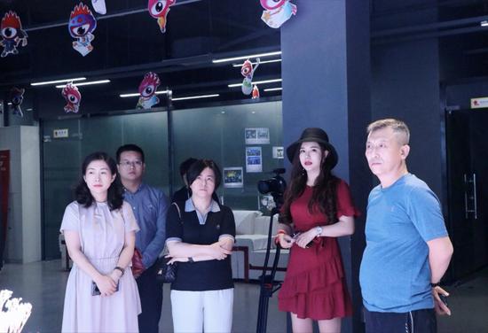 到访领导一行参观新浪湖南融媒体中心