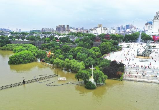 """洞庭湖水""""侵占""""数百米巴陵广场"""
