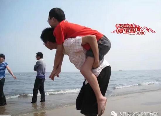 龚前文在河北唐山求学时,受到同学们无微不至的照顾