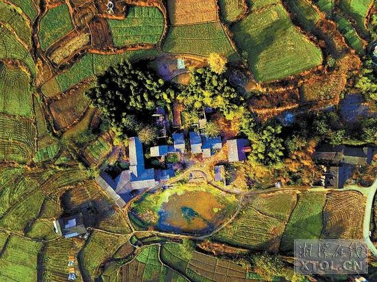 航拍镜头下的湘潭农村 五彩斑斓犹如调色板