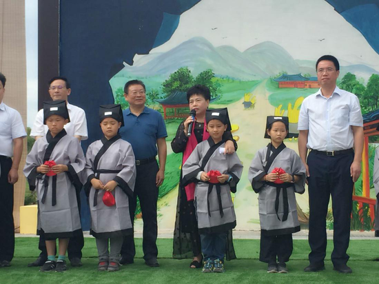 湖南华夏集团董事长钟飞为孩子们寄语