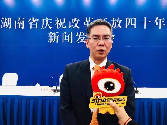 湖南省工业和信息化厅党组书记、厅长曹慧泉接受新浪湖南专访