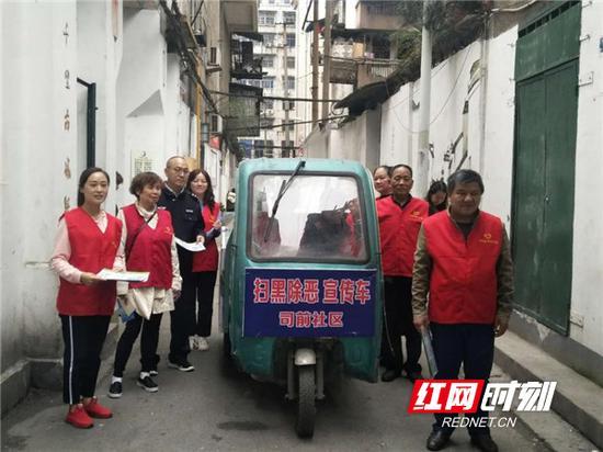 """司前社区""""衡阳群众""""的""""小三轮""""宣传车。"""