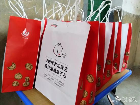 图:包饺子比赛的神秘奖品
