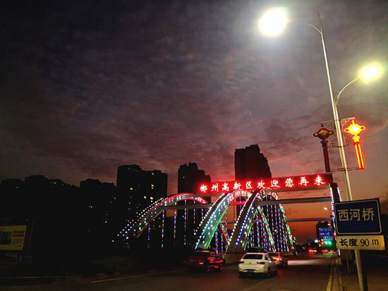 郴州高新区夜幕降临。(王彦雄/摄)