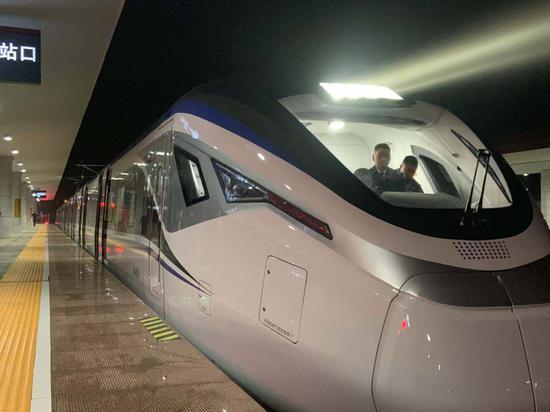 C7852次列车即将发车
