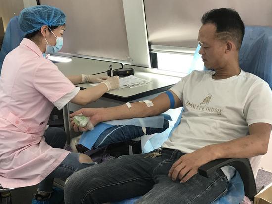 五一假期爱心涌动,市民献血保障临床需要