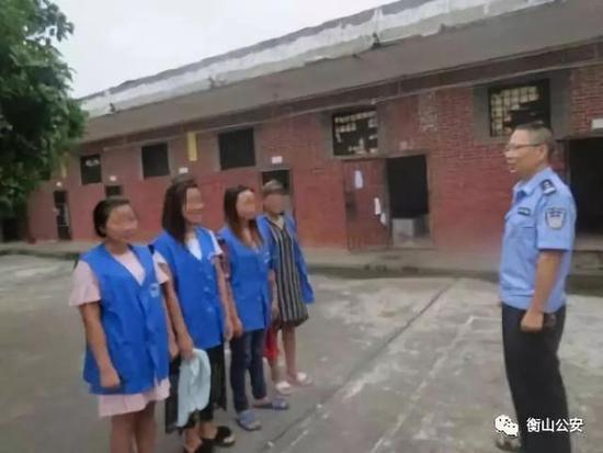4名外籍妇女接受审查
