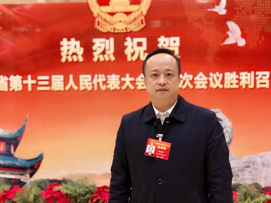 湖南省人大代表,株洲市芦淞区委副书记、区长杨晓江