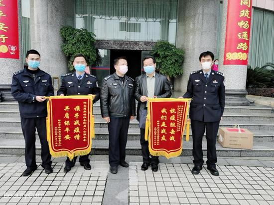 陈政峰代表省新阶联慰问邵阳市公安局交警支队一线干警