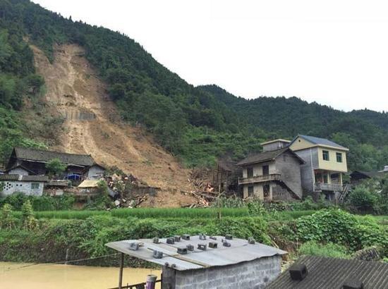 湖南古丈默戎出现泥石流,房屋倒塌。(湖南省地质灾害应急中心供图)