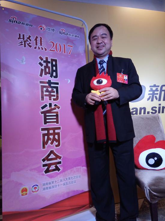 湖南省政协委员向华接受新浪湖南专访