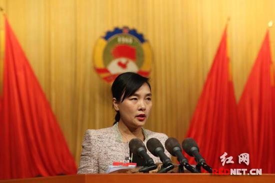 1月15日下午3点,湖南省政协十一届五次会议在省人民会堂召开第二次大会。政协委员姜学军在会上发言。