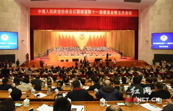 今天上午,政协湖南省第十一届委员会第五次会议在湖南省人民会堂闭幕。