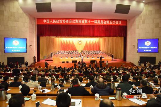 今天上午,湖南省政协十一届五次会议在湖南省人民会堂召开第三次大会。