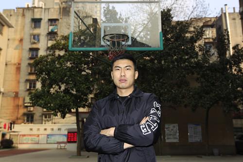 2月 15日,回到长沙工作的方君磊。他是CBA首个选秀状元。图/记者华剑