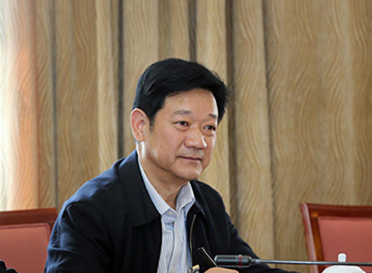 全国人大代表、张家界市人大常委会原主任朱国军参加十二届全国人民代表大会第五次会议的分组讨论现场。