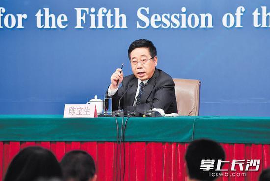 3月12日,教育部部长陈宝生在回答记者提问。 新华社发