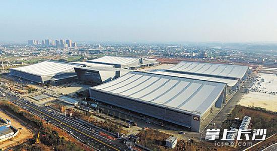 浏阳河畔的长沙国际会展中心将成为现代临空产业的重要展示平台。