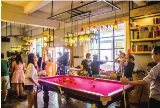 近两年别墅轰趴星城走红,在别墅内可打台球、K歌、做饭等。