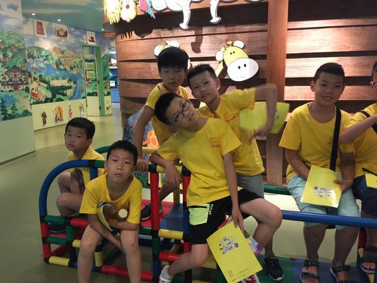 湖南小学生游香港,研学大全里藏着香港的手册拆纸秘密小学生图片