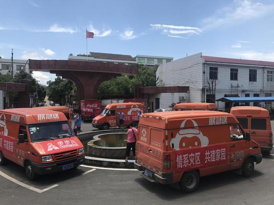 6辆物资车到达宁乡粮食局