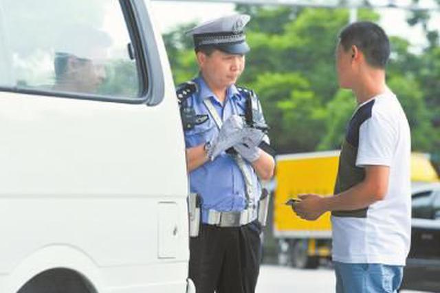 岳阳一男子驾驶套牌车被查 持刀砍交警被刑拘