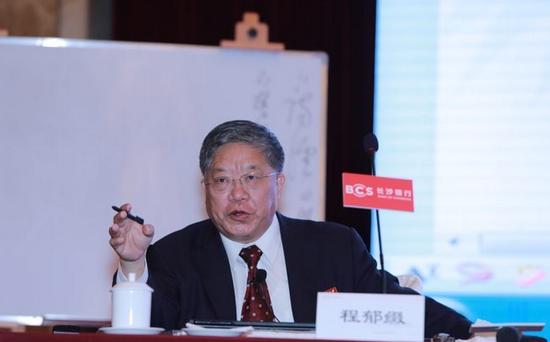 """北京大学中文系教授程郁缀作题为""""古典诗歌和人文精神""""的主题演讲"""