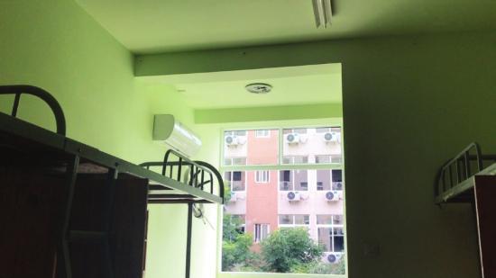 湖南一高校为新生准备彩色宿舍 还可以网上选房