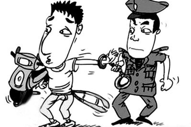 """窃贼凌晨清点""""战果"""" 被湘潭巡警抓个正着"""