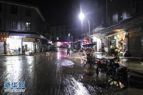 湖南岳阳县张谷英镇遭洪水袭击