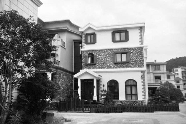 """株洲居民2层楼外扩建一圈房犹如""""城堡""""被强拆"""