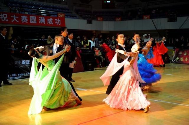 浏阳95后夺得国标舞世锦赛季军 一天跳39支舞