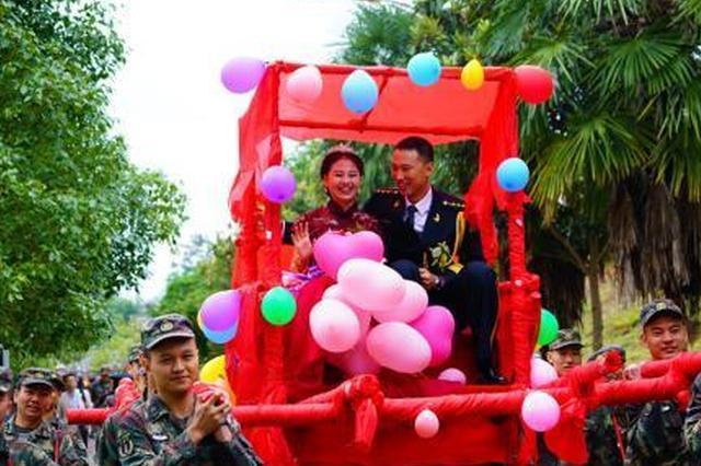 军营举办集体婚礼 21对新人在长沙喜结连理
