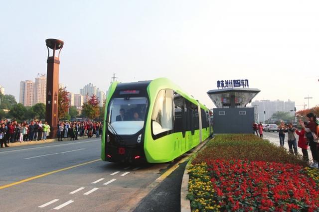 全球首列智轨列车上路试运行 未来可无人驾驶